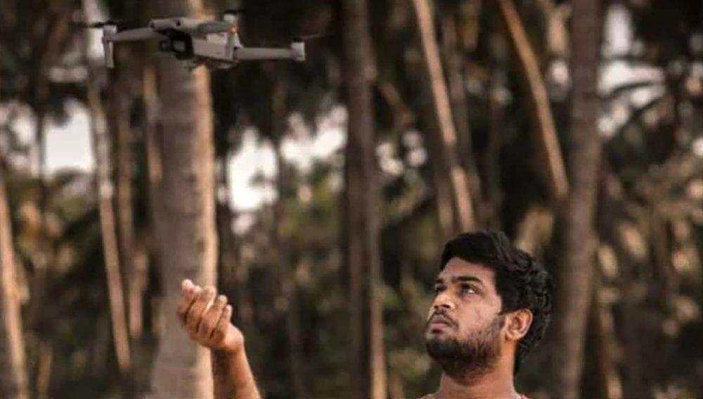 Подросток с квадрокоптером спасает тонущих рыбаков в Индии.