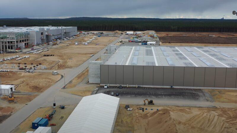Беспилотник DJI Mavic 2 Pro снял процесс стройки завода Tesla Berlin Gigafactory