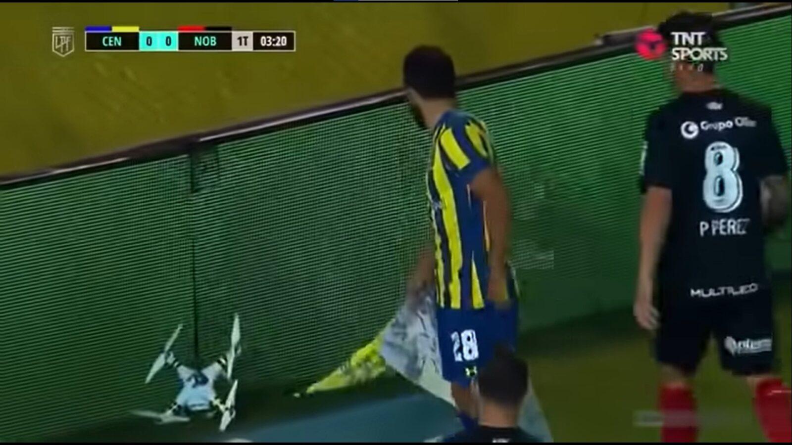 Аргентинский футболист уничтожает квадрокоптер во время матча